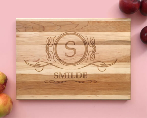 Personalized_and_Engraved_Wood_Cutting_Board_Family_Crest_Name