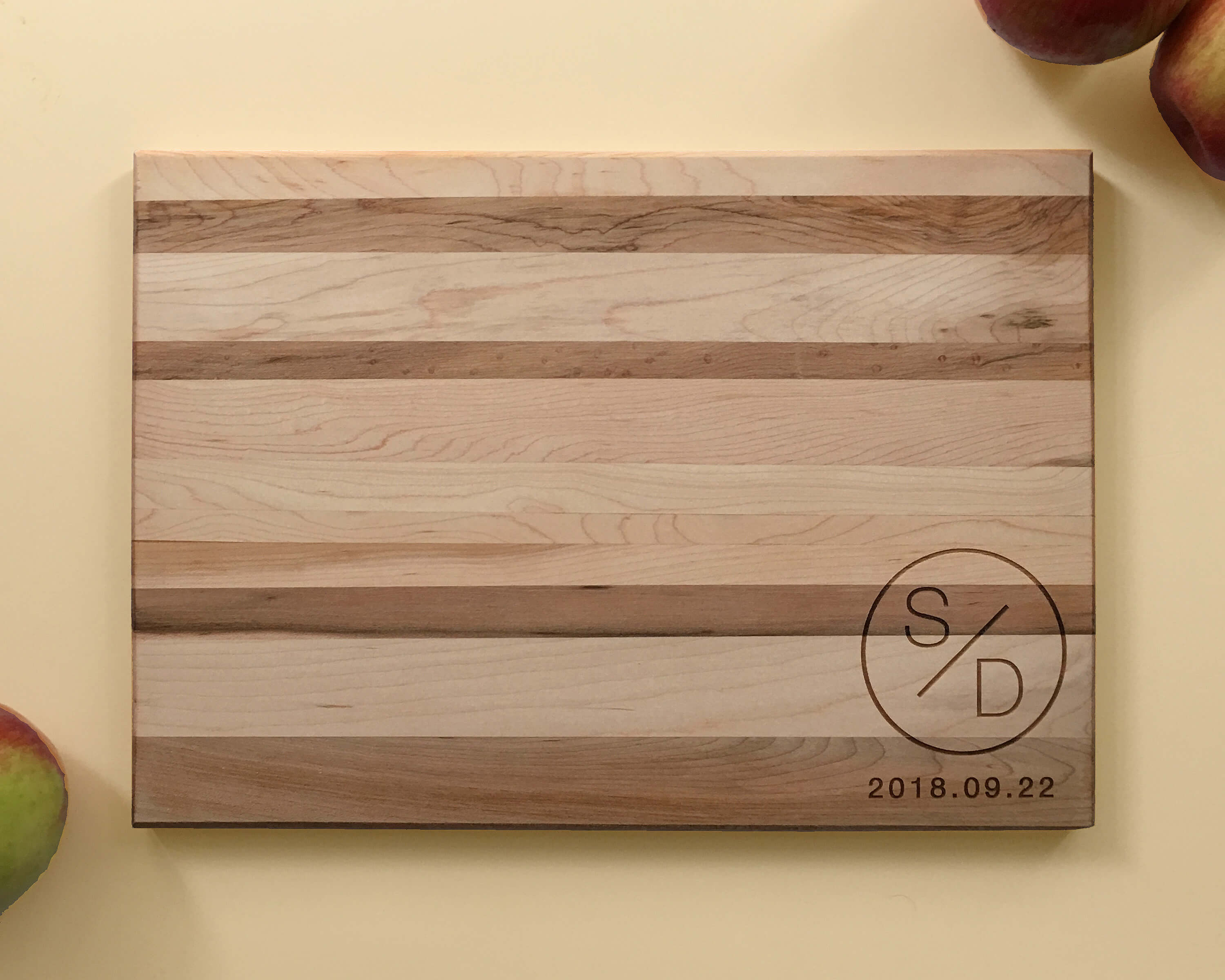 Personalized_and_Engraved_Wood_Cutting_Board_Initials_Date