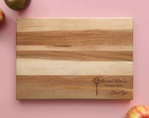 Personalized_and_Engraved_Wood_Cutting_Board_Closing_Gift
