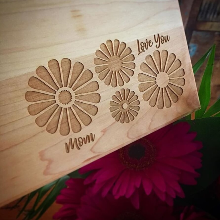 Personalized_Cutting_Board_Love_You_Flowers